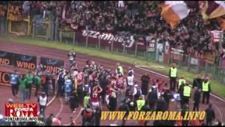 Grazie Roma e festeggiamenti giocatori dopo Roma-Inter 2-1 del 27/03/2010
