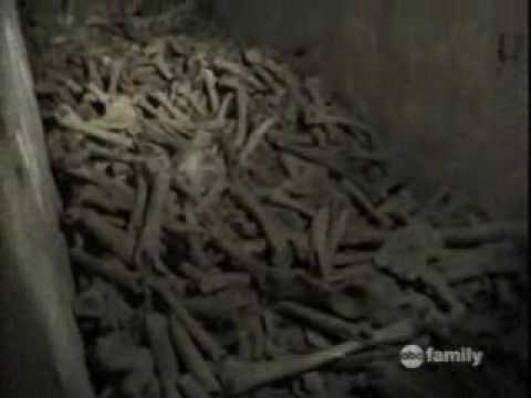 """The Creepy Story Behind the Infamous """"Lost in the Catacombs"""" Video"""