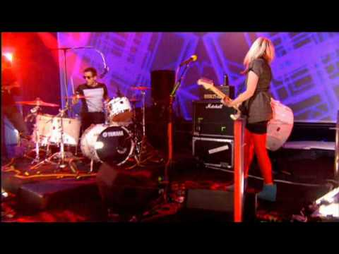 The Ting Tings - Shut Up And Let Me Go Live In Sunday Night Project