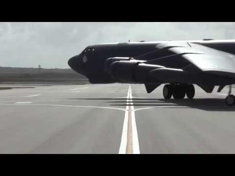 Defense Flash News: B-52 Stratofortress taxi, UNITED STATES, 07.18.2016