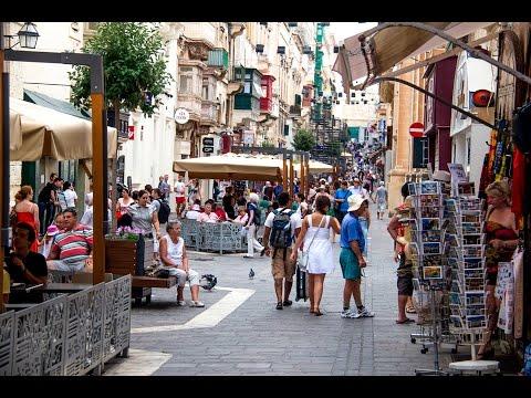 Valletta ( Malta ) streets and people