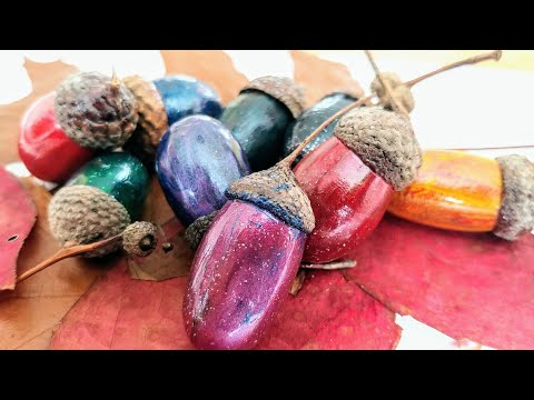 Acrylic pouring on Acorns. Sharing my findings & tips with you. Autumn Fluid Art DIY Home Decor