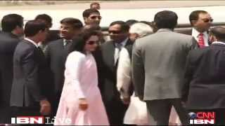 Asif Ali Zardari arrives in India, ..... delhi airport india.