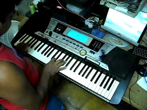algu m tocando teclado yamaha psr 550 pagando sapo youtube. Black Bedroom Furniture Sets. Home Design Ideas