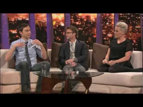 ROVE LA - Random Question Hat - Pink, Chris Hardwick & Jim Parsons