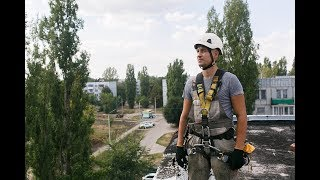 Нанесение герметика при помощи пакета | промышленный альпинизм