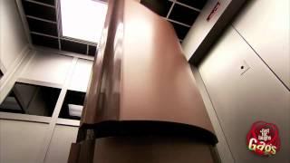 tempo.gr: Στο ασανσέρ μ' ένα φέρετρο