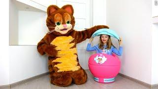 Polina el gatito que de repente creció