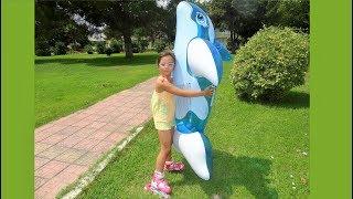 Denizde Yunus Balığı ile eğleniyorum ve Paten kullanmayı öğreniyorum - At Sea with Dolphin