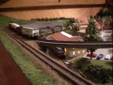 Coffee table Z-scale model train