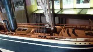 旧山内家下屋敷長屋の2階に展示している 夕顔丸は土佐藩の持ち舟で150...