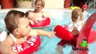 """Swimtrainer """"Classic""""(Swimtrainer """"Classic"""" se používá k seznámení dítěte s vodou a k výuce správných pohybů nohou při plavání – žabí reflex. Koupíte na MALL.CZ a MALL.SK., 2015-05-18T08:09:54.000Z)"""