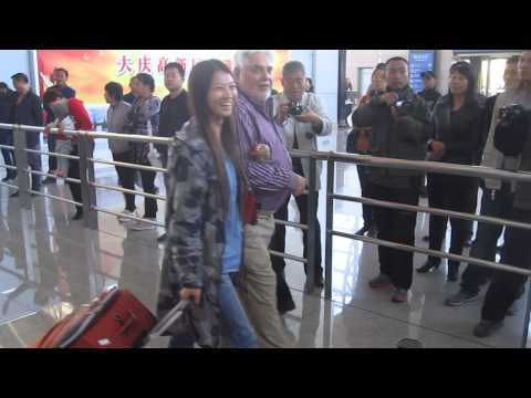 American Father-in-Law Greeted by Chinese Family