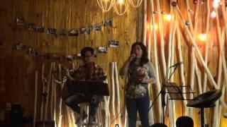 """Chuyến tàu hoàng hôn - Cô Phương [Đêm nhạc """"Vang bóng 1999"""" - Xương Rồng Coffee & Acoustic]"""