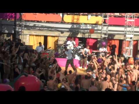 Lupe Fiasco Performs