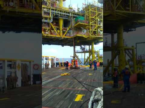 Lifting personel. Offshore life..