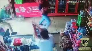 Cướp nhầm ông chủ tiệm quá lợi hại