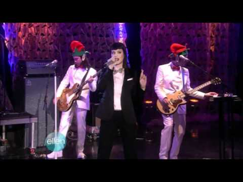 """katy-perry-sings-""""hot-n-cold"""".-first-time-at-""""the-ellen-degeneres-show""""---12/05/08"""
