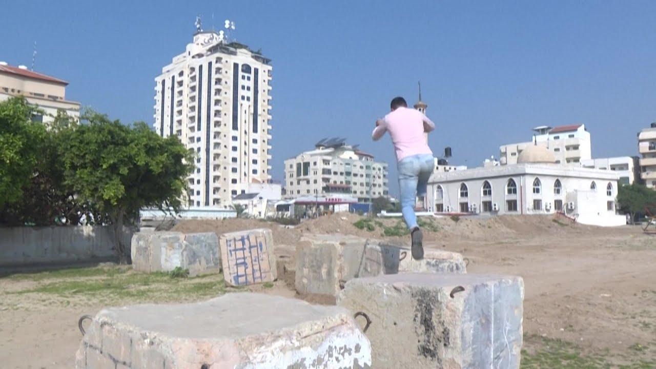 شاهد: شاب بساق واحدة يطمح إلى احتراف رياضة الباركور في غزة  - 14:58-2021 / 1 / 25