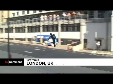 شاهد: عرض حي بذلة -الرجل الحديدي- الطائرة حاليا بأسواق لندن…  - نشر قبل 17 دقيقة