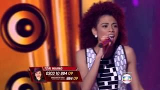 Tori Huang canta