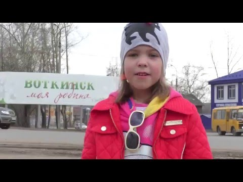 Музей П.И. Чайковского в Воткинске. Дети ходят по усадьбе, играют на детской площадке, едят блины.