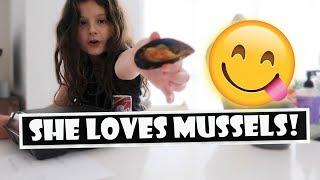 She Loves Mussels 😋 (WK 393.2) | Bratayley