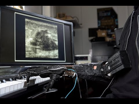 Download Youtube: Luke Skywalker Prosthesis Controls Fingers and Plays Piano