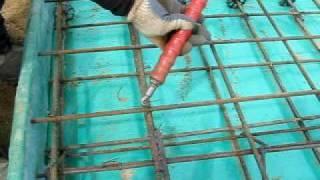 вязка арматуры винтовым крючком(Существует крючек для вязки арматуры,который позволяет немного ускорить и облегчить процесс вязки За..., 2009-05-22T16:14:12.000Z)