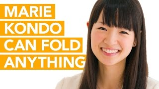 marie-kondo-is-a-folding-master-watch-her-demonstrate-on-long-sleeve-clothes