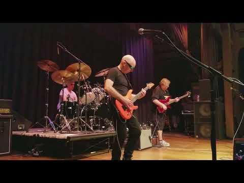 "Private Concert - G4 2017 Joe Satriani, Stu Hamm, Jonathan Mover play ""Circles"""