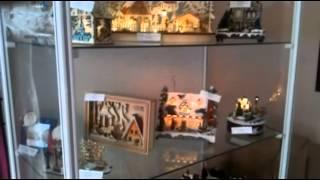 Новогодние сувениры: домики-светильники с движущимися фигурками и музыкой
