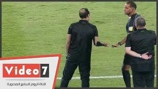سيد عبد الحفيظ يخرج عن شعوره بعد تجاهل حكم لقاء الجيش احتساب ركله جزاء