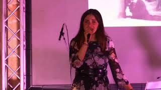 Shelly Stranieri canta  a la Festa La Voce di Manduria 2018 -