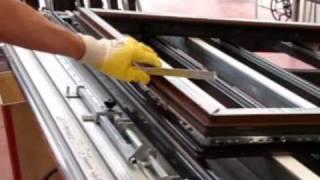 Processo produttivo delle finestre in PVC - Finestre Axen(Il video mostra le fasi di lavorazione degli infissi in PVC. Per maggiori informazioni: www.finestreaxen.it., 2009-06-03T09:51:22.000Z)