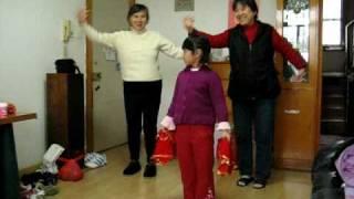 祖孙同舞(七岁---韵韵) thumbnail