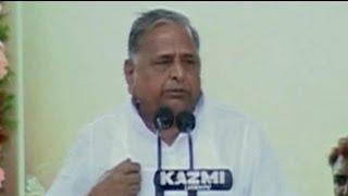 Mulayam praises Advani, tells son Akhilesh to put house in order