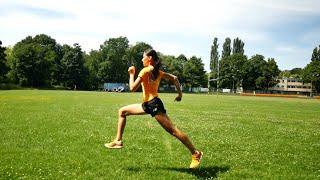 Siła biegowa – skipy, wieloskok – pokazuje mistrzyni Polski juniorów