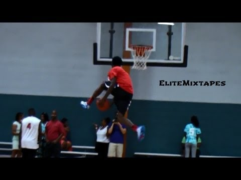 16 Year Old Kwe'Shaun Parker is the BEST Dunker in High School!