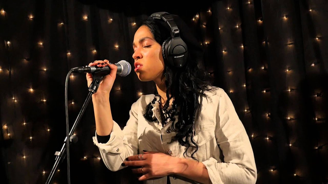 Download FKA twigs - Two Weeks (Live on KEXP)