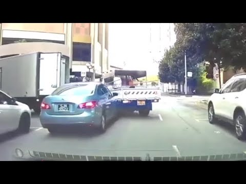 25apr2018 minor accident btw lorry & nissan sylphy sjn992u