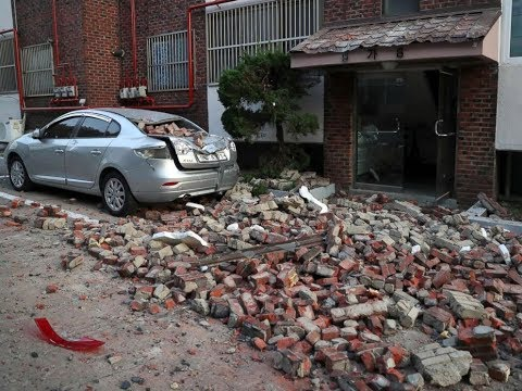 Rare 5.5 EARTHQUAKE shakes SOUTH KOREA Buildings Destroyed, Many Injuries 11.15.17