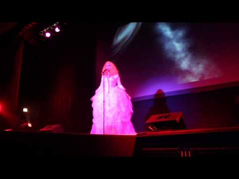 Indy Battle of the Seasons - Jinkx Monsoon (Sharon Needles?) - Creep/Opera Number