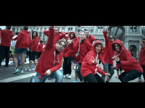 """Il Flash Mob di Radio Deejay a Milano sulle note di """"Party Like a Russian"""" di Robbie Williams"""