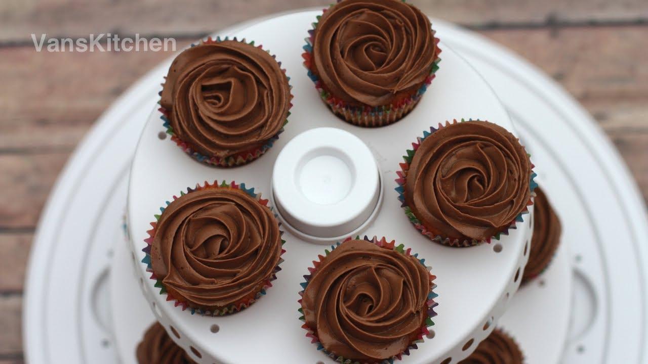 Kem bánh ga tô bông lan (Chocolate buttercream frosting)