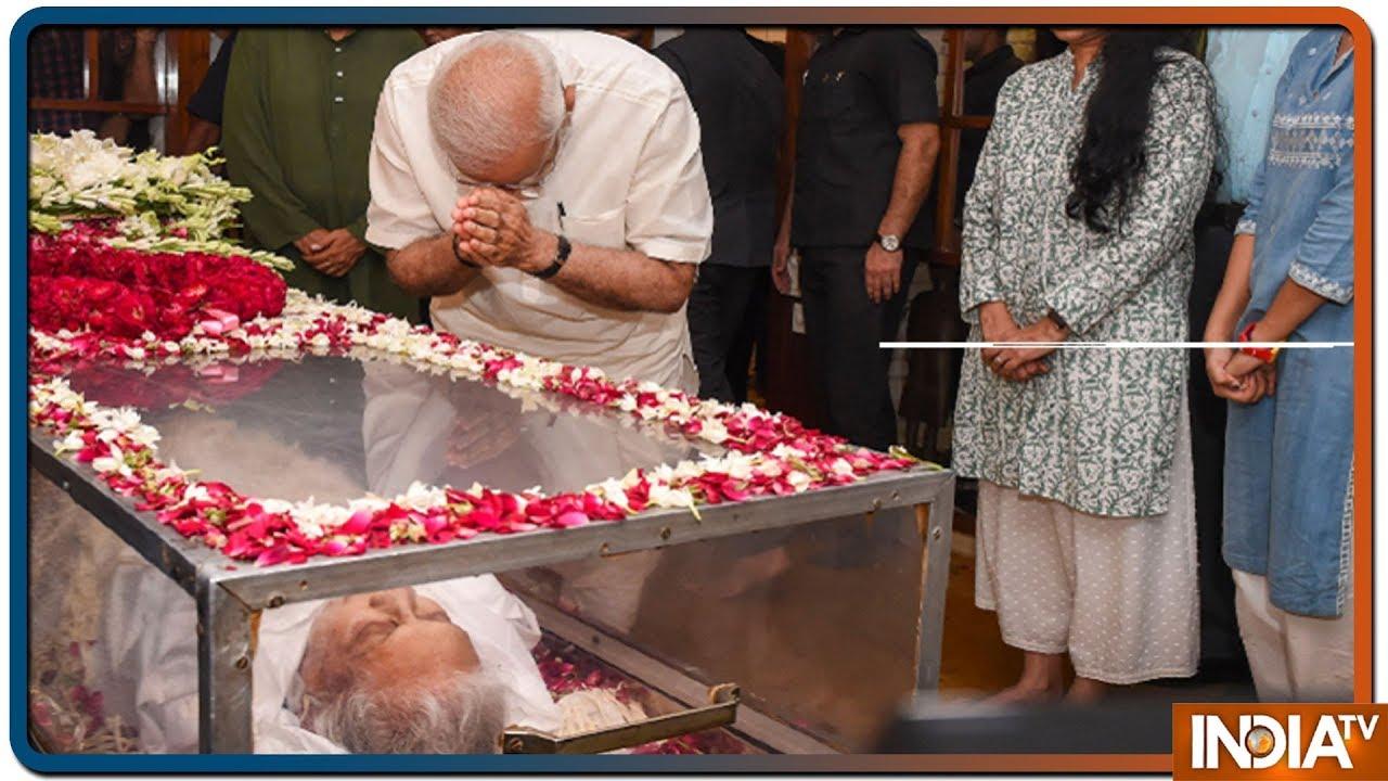 PM Modi Pays Tribute to Former Delhi CM Sheila Dikshit at Her Residence