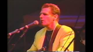 Download lagu 04 Glen Frey with Joe Walsh Peaceful Easy Feeling Chattanooga Tennessee 1993 Riverbend Festiv MP3