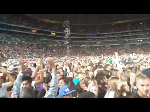 Rihanna South Africa Soccer City Crowd Doing Wave