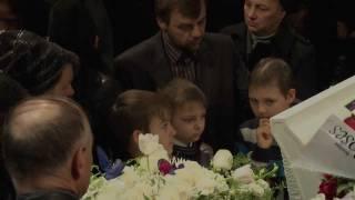 Похороны Винесы Снегур(В четверг 2 февраля, в Портленде была очень хорошая и солнечная погода. В этот день хоронили Винесу Снегур,..., 2012-02-03T20:01:02.000Z)