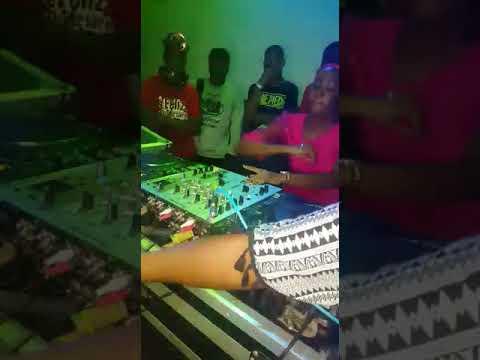DJ Marlene a Musa das  pistas thumbnail